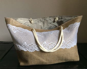 Hand bag in caramel and jeweled with white lace burlap.