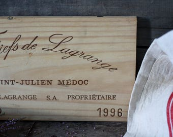 French wine crate front. Wine of Bordeaux. Vin de Bordeaux. Grands vins de BORDEAUX. French wine panel. MEDOC