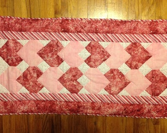 Heart quilted table runner