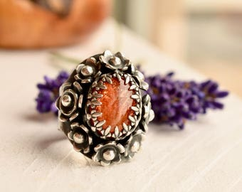 Silver Saddle Ring,  Botanical Ring, Sunstone Ring, Flower Ring in Detailed Setting, Gemstone Ring, Statement Ring, Handmade Ring