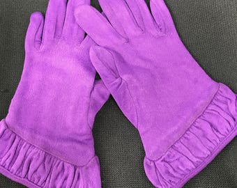 One (1) Pair of Vintage Purple Kayser Cotton Ladies' Gloves with Small Ruffle on Cuff