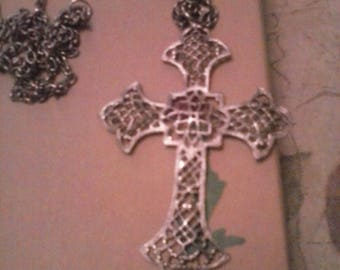 Vintage Beautiful Filagree Cross Necklace