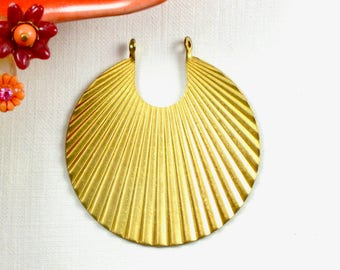4 corrugated ROUND jewelry pendant or earring drops. 41mm x 38mm (T8).