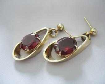 Red Glass Teardrop Earrings, Prong Set, Gold tone, Open design, Post Earrings, 1980s, Garnet Red