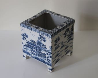 Vintage Blue & White Chinoiserie / Chinese Pagoda Square Planter