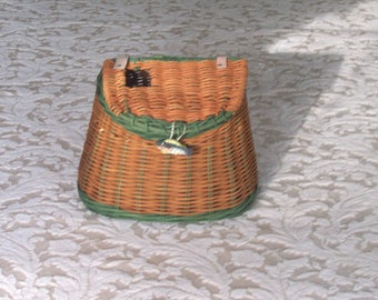 Vintage 1990s Wicker Fishing Creel - Home Decor - Gift Basket/Floral Container - Rustic - Cabin - Wreath - Lodge
