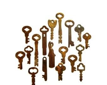 18 vintage keys Primitive and rustic keys Vintage flat keys Artist supply keys Small keys Odd flat skeleton keys Flat skelton key Rusty #31