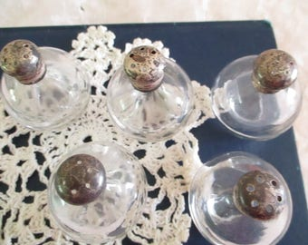 Salt and Pepper Shakers Clear Glass silver tops   5 pieces