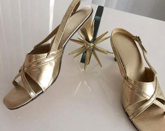 40% OFF Christmas in July Sale Vintage Gold Metallic Sandals -- Retro -- Hollywood Regency -- Size 6 US