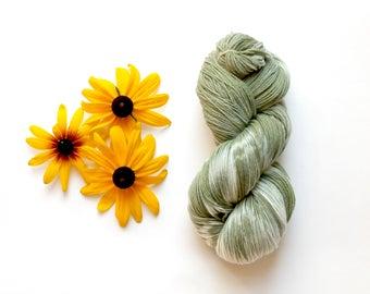 Plant Dyed Yarn 100gm, Green Superwash Sock Yarn, Small Batch Dyed Fingering Weight Yarn, Hand Dyed Yarn, Merino Natural Dye, Flower Dyed