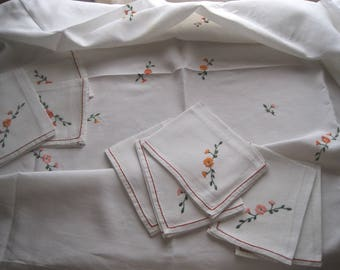 Summery perfection: tablecloth and 8 napkins, beautiful French pure white linen, hand embroidered; banquet, wedding, serviettes