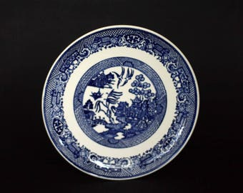 vintage blue willow dinner plate.