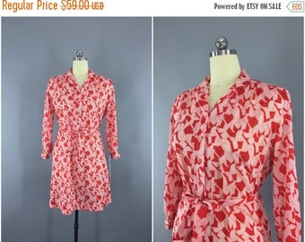 SALE - Vintage 1980s Dress / 80s Day Dress / Red & White Geometric Print Shirt Dress / Secretary Dress / Size L