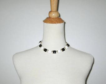 Vintage 1950s Choker Necklace / 50s Black And White Lucite Cube Choker Necklace