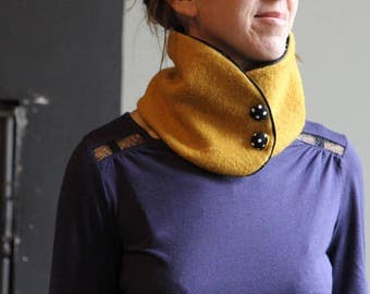 COLLAR wool saffron PORRIDGE and printed in black with white polka dots
