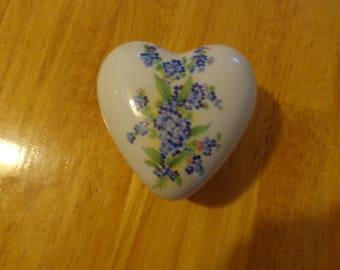 JKW Bavaria Vintage porcelain heart trinket box with 24K edging and forget me not pattern inside and outside