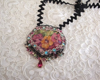 Vintage victorian floral necklace, necklace Crystal and floral fabric roses vintage