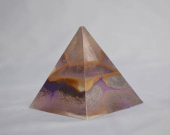 Oil Paint Resin Pyramid + Free Fragrance Sample