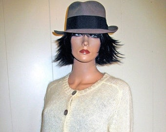 Classic Hipster Sexy Creme Cardigan Gap Sweater Circa 1980s Size Medium Abalone Buttons Mint Condition