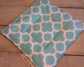 Pot Holder, Hot Pad, Potholder, Fabric Pot Holder, Fabric Hot Pad, Oven Potholder, Oven Hot Pad, Kitchen Potholder-Aqua Quatrefoil