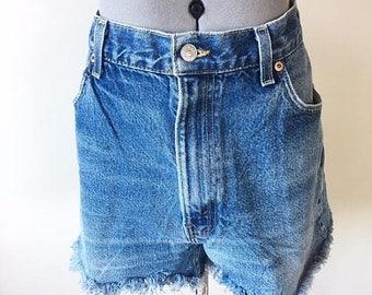 Alta talle cortado de venta venta Vintage 90s Levi pantalones cortos, Shorts de Denim, shorts muy cortos, Booty Shorts, angustiada del dril de algodón, raídos pantalones cortos, tamaño 36