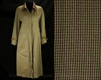 1980s Gucci Trench Coat - Size 10 to 12 - Camel Tan Cotton Sharkskin Canvas - Haute Designer - Authentic 80s Gucci Logo Buckles - 49035