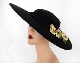 Vintage platter hat, 1940s black velvet with pansy flowers,