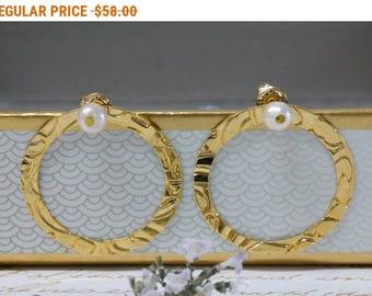 SALE - Pearl Jewelry, Gold Pearl Stud Earrings, Circle Earrings, Pearl Earrings, Minimalist Earrings, Pearl Bridal Jewelry, June Birthstone