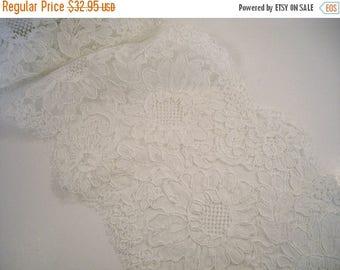 ON SALE White Floral Pattern French Alencon Lace Trim--One Yard