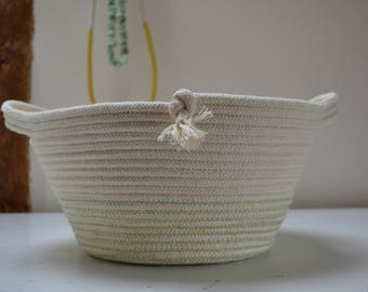 Large rope bowl/basket with handles