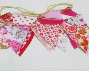 Bunting Banners, mini fabric banner, triangle banner, Mini banner decor, Panel banner decor, reds cotton banner
