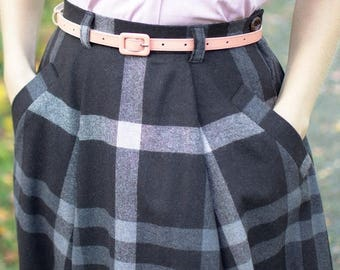 SUMMER SALE 50s reproduction wool skirt with pockets and pleats, size US 6, W29, brown plaid wool with grey and beige