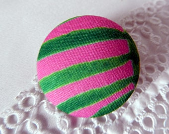 Button in green and pink striped fabric, 32 mm / 1.25 in