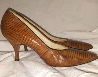 Vintage Womens Heels. Shoes. Pumps. Late 50s Fashion. 7.5 Narrow