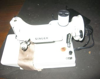 Singer White Featherweight 221K vintage 60s Portable Sewing Machine + rare white belt  #13608 in Green Case absolutely pristine condition