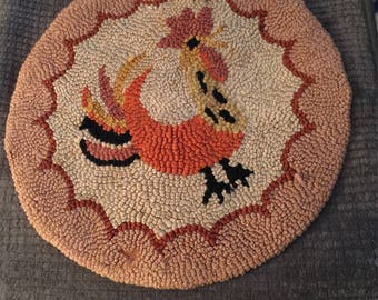 Cheery Round Hooked Chair Pad With a Colorful & Happy Rooster. Vintage.