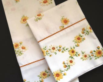 vintage king pillowcases by monticello cannon pair yellow white daisy daisies pillowcases shabby chic