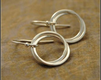 Entwined Rings, Interlocking Rings Sterling Silver Earrings, Dainty Everyday Earrings, Gift for Mom