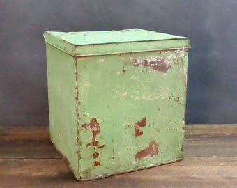 Vintage Milk Box, Milk Box Storage Bin, Rusty Hinged Box, Milk Cooler, Farmhouse Decor