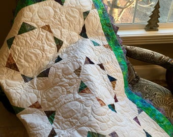 Pond Circles quilt with prairie points.  Dimensions 61 by 61.