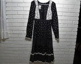 1970's Gunne Sax B/W cotton calico dress with crocheted trim  waist size 26