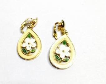 Vintage Clip On Earrings, Floral design, Gold Tone & Enamel, Bridal Wedding, Item No. B343