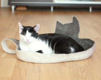 Cat bed - cat cave - cat house - eco-friendly handmade felted wool cat bed - brown with natural white - pet blanket - pets bed - wool bed
