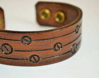 Brown leather bracelet hand tooled - Steampunk