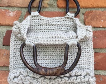 Cream crochet purse with wooden handles