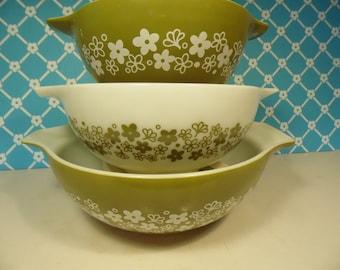 Vintage Pyrex Cinderella Bowls - Spring Blossom Nesting Bowls - 3 Crazy Daisy Bowls