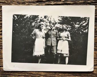 Original Vintage Photograph | Soldier Chats
