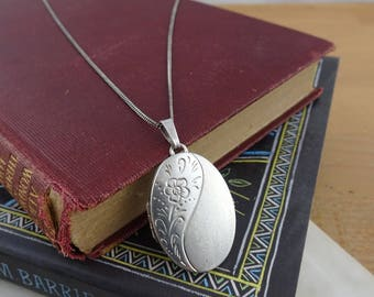 Pretty Vintage Kordes and Lichtenfels Sterling Silver Oval Locket with Chain, Double Sided K&L Locket Necklace