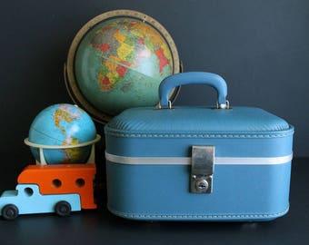 Vintage Train Case Hard Sided Textured Light Blue Makeup Suitcase Cosmetic Luggage Alternative Storage