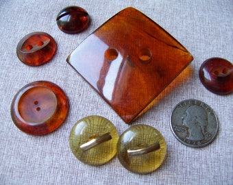 Lot of 7 Vintage Bakelite Buttons